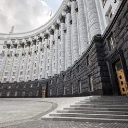 Уряд України затвердив низку постанов для розблокування закупівель лікзасобів