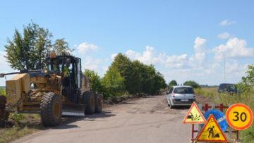 На Рівненщині почали ремонтувати розбиту дорогу (ФОТО)