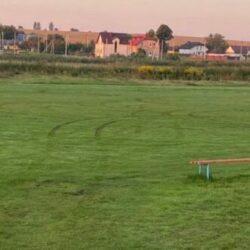 Дрифтери зіпсували футбольне поле поблизу Рівного