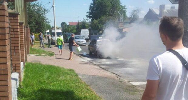 У Рівному посеред дороги загорілось авто