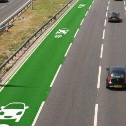 Зарядка електромобіля на ходу вирішить проблему з дальністю пробігу, але ціна поки занадто висока